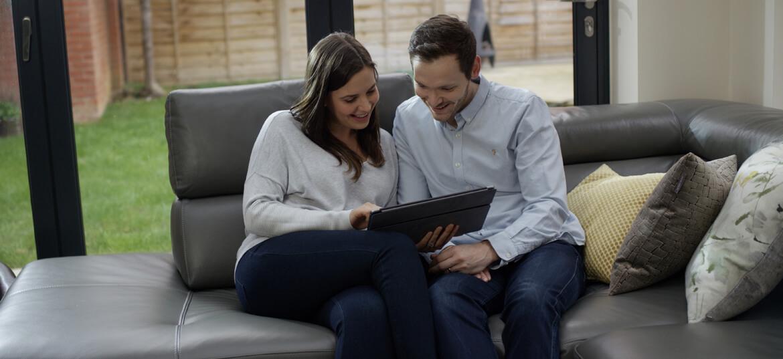 ביטוח רכב דרך סוכן או ביטוח ישיר מול החברה: מה עדיף?