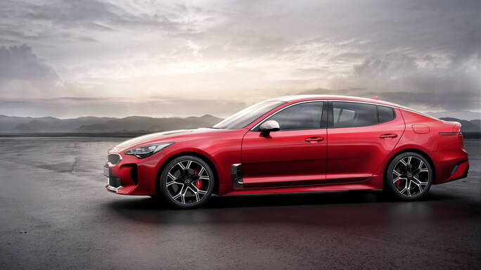 kia stinger new Side