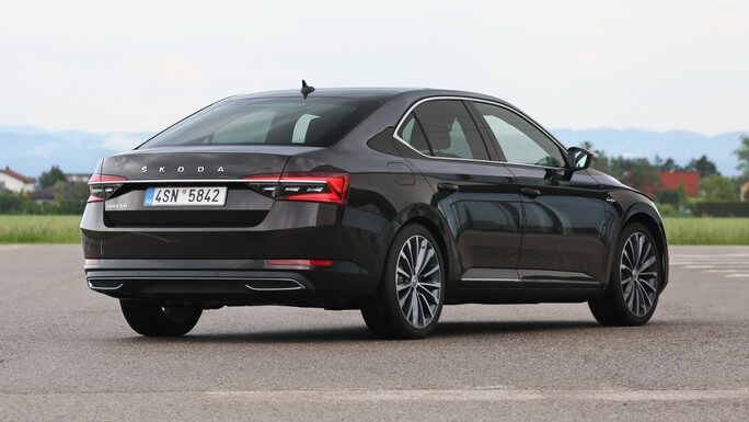 skoda superb new Rear