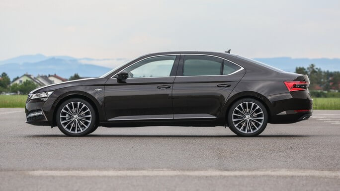 skoda superb new Side