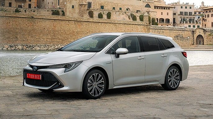 toyota corolla touring sports new Front