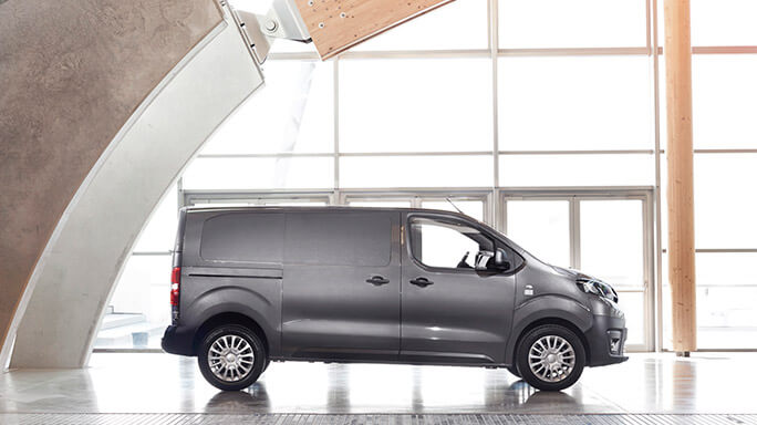 toyota proace new Side