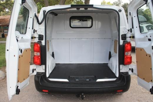 מודרניסטית מבחני רכב - טויוטה פרואייס - מבחן רכב - iCar LY-93